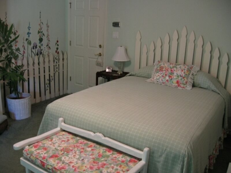 Donna 39 s room at mountain thyme b b for Build a bedroom online